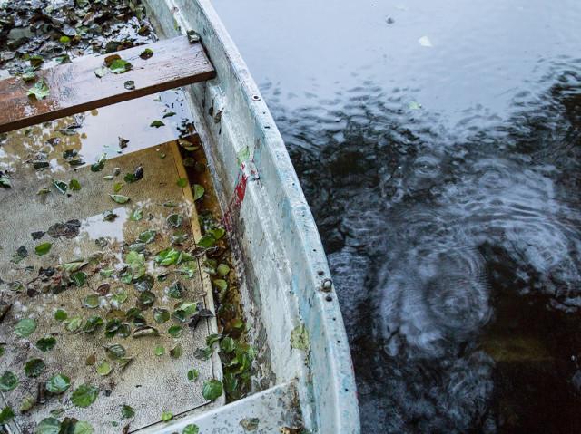 Ruderboot im Regen, Feldberg Lake District, 10/2013